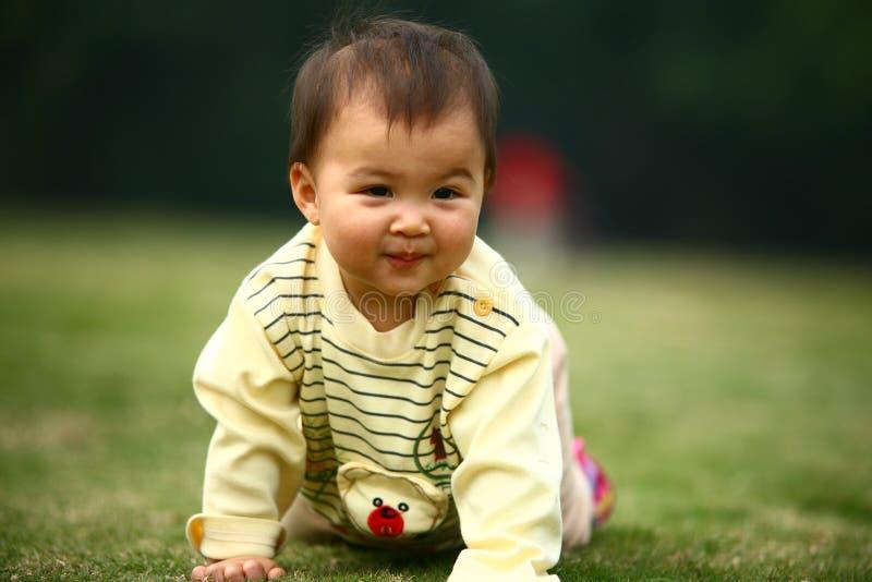 Счастливый младенец стоковое фото