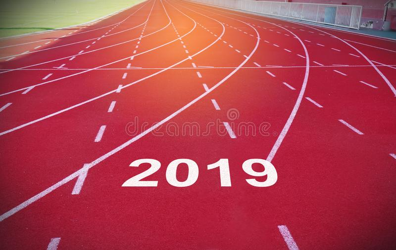 Счастливый Новый Год 2019 на трассе спорта стоковые фотографии rf