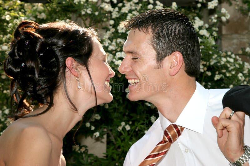 счастливый поцелуй стоковое изображение rf