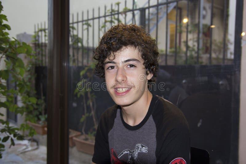 Счастливый предназначенный для подростков портрет в острове Хиоса, Греции стоковая фотография rf