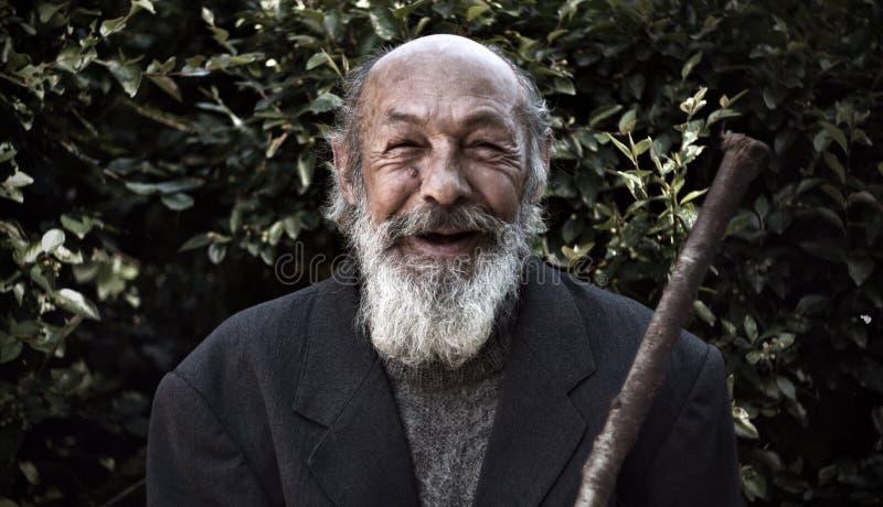 Счастливый старый homeless стоковые фото