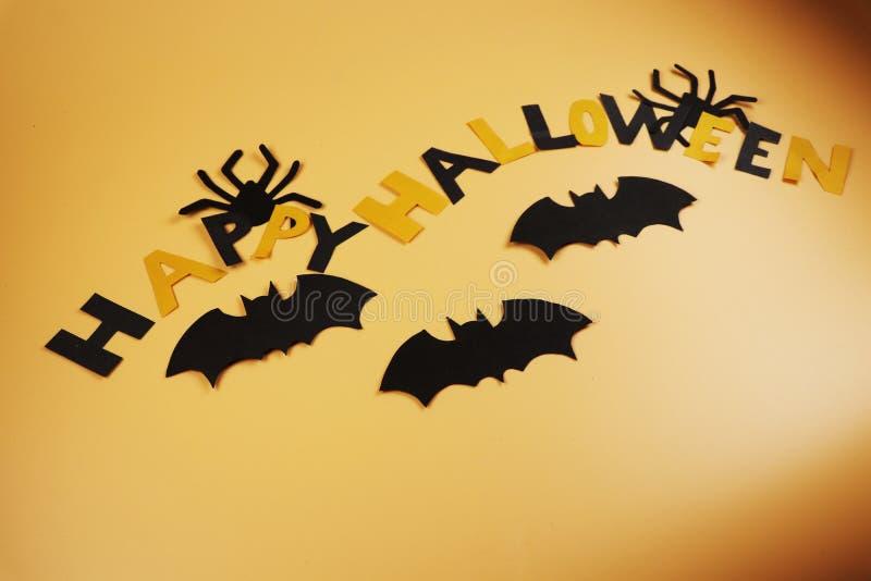 Счастливый хеллоуин для каждого Апельсин и черная буква перемежения Померанцовая предпосылка Темная атмосфера украшение стоковая фотография rf