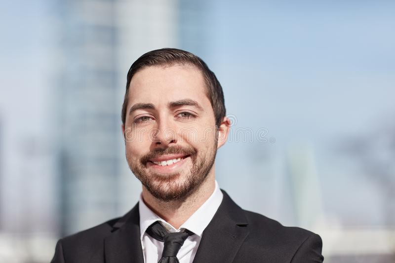 Счастливый человек как start-up основатель стоковое изображение rf
