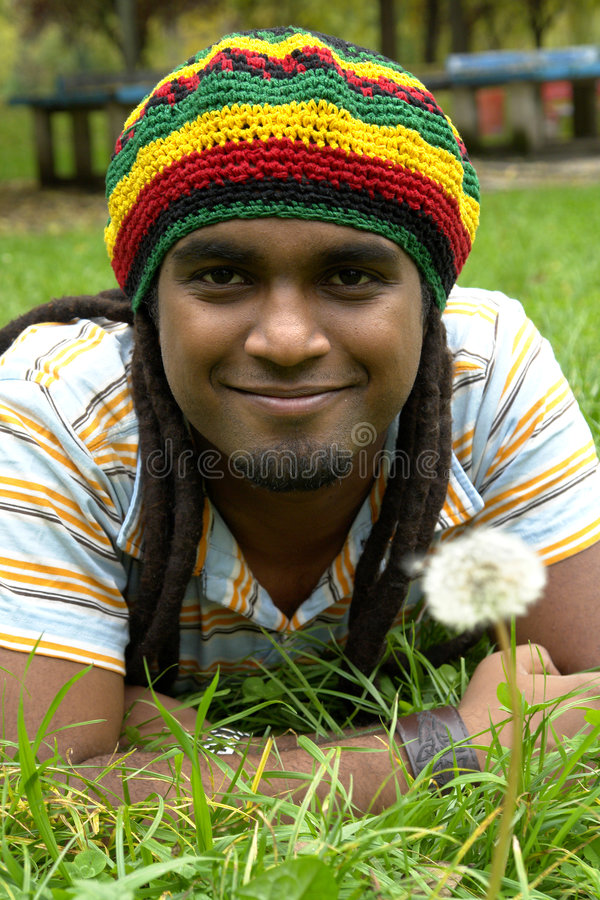 счастливый ямайский усмехаться стоковое фото rf