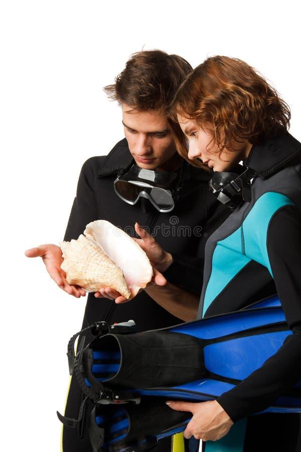 счастливый seashell людей стоковые фото
