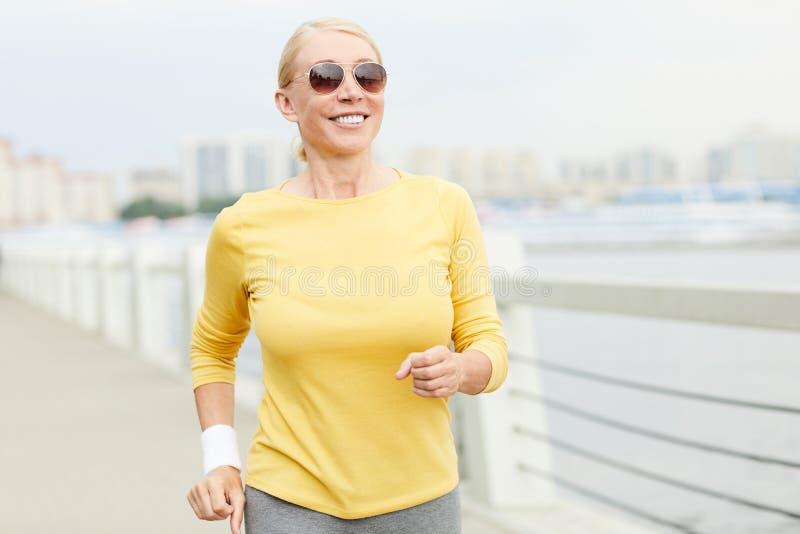 счастливый sportswoman стоковые изображения rf