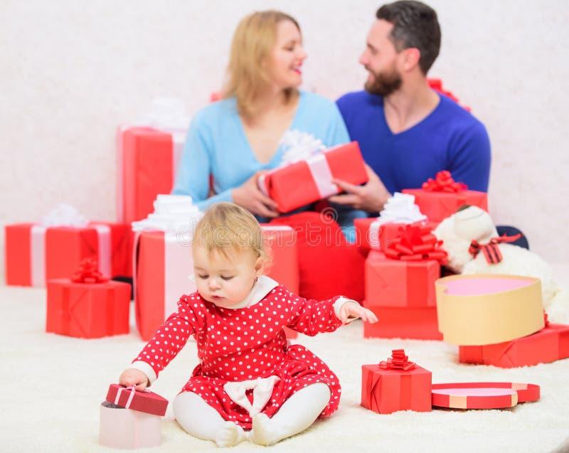 счастлив к совместно Семейные ценности Утеха и счастье любов Родительство награженное с любовью шестки семьи принципиальной схемы стоковое фото rf