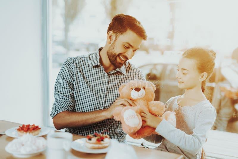 Счастье с семьей  стоковые фото