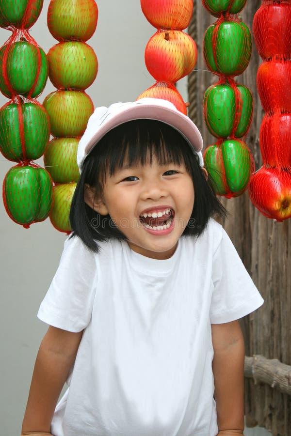 Счастливая азиатская улыбка девушки стоковые фотографии rf