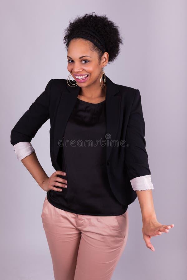 Счастливая Афро-американская бизнес-леди - чернокожие люди стоковое изображение