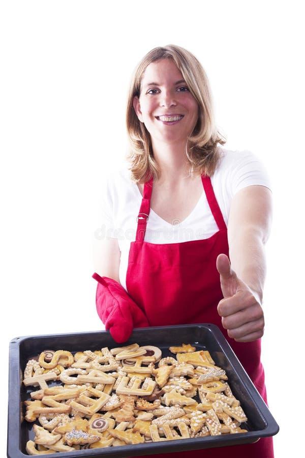 Счастливая выпечка женщины стоковое фото rf