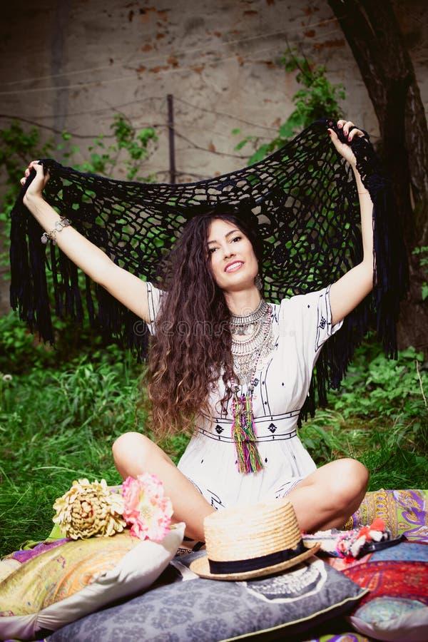 Счастливая девушка лета boho стоковая фотография rf