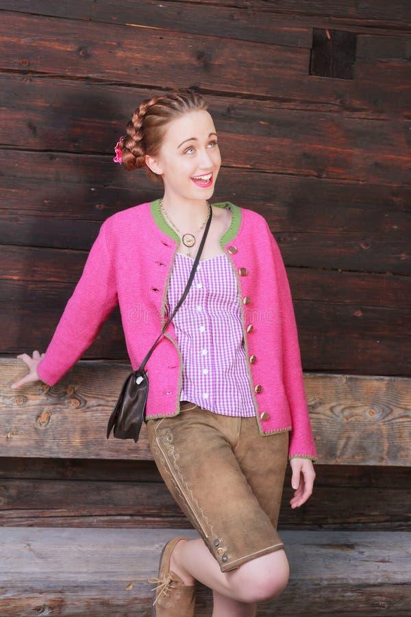 Download Счастливая женская модель смотря вверх Стоковое Фото - изображение насчитывающей сторона, жизнерадостно: 41656216