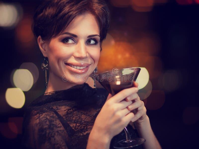Счастливая женщина на партии стоковая фотография rf