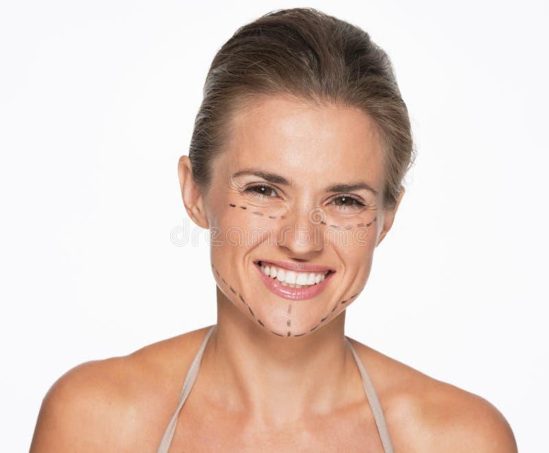 Download Счастливая женщина с метками пластической хирургии на стороне Стоковое Фото - изображение насчитывающей завершенность, пластмасса: 33732638