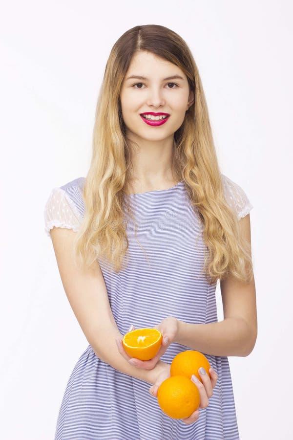 Счастливая женщина с плодоовощ стоковое изображение