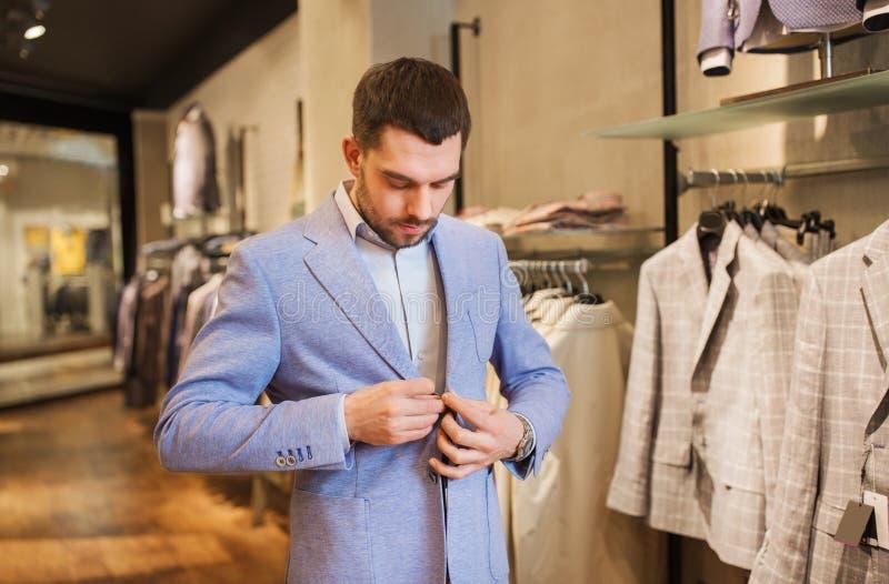 словам супруга человек в магазине примеряет одежду картинки можете