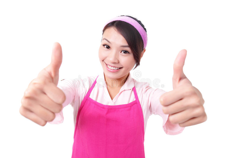 Счастливая мать домохозяйки молодой женщины стоковые фото