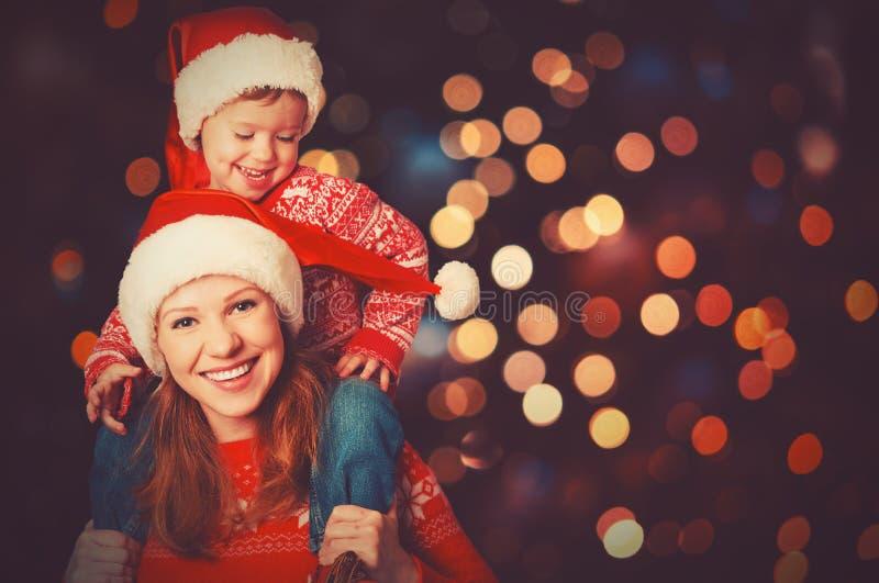 Download Счастливая мать семьи и маленький ребенок играя в рождестве Стоковое Фото - изображение: 62665662
