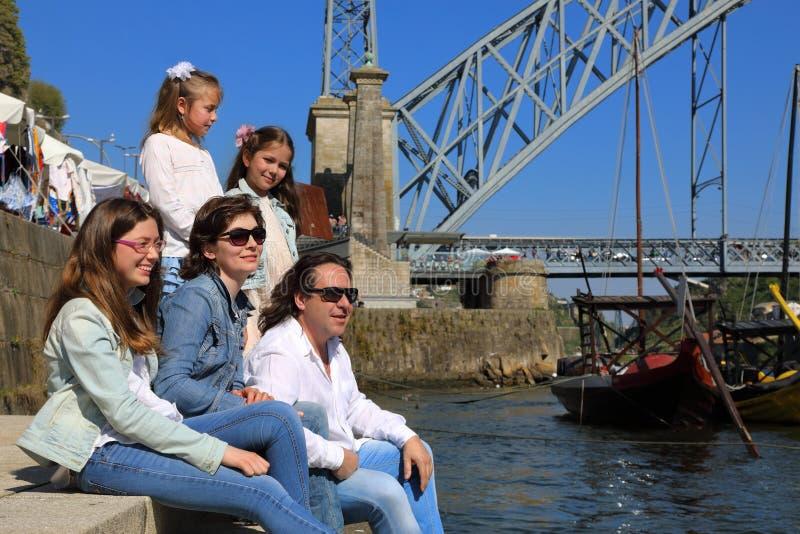 Счастливая многодетная семья стоковое фото rf