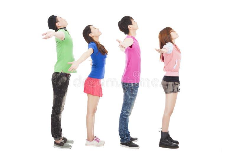 Молодая группа с relaxed жестом стоковое изображение rf