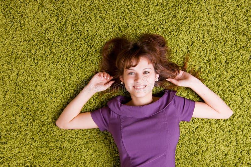 Счастливая молодая женщина стоковая фотография