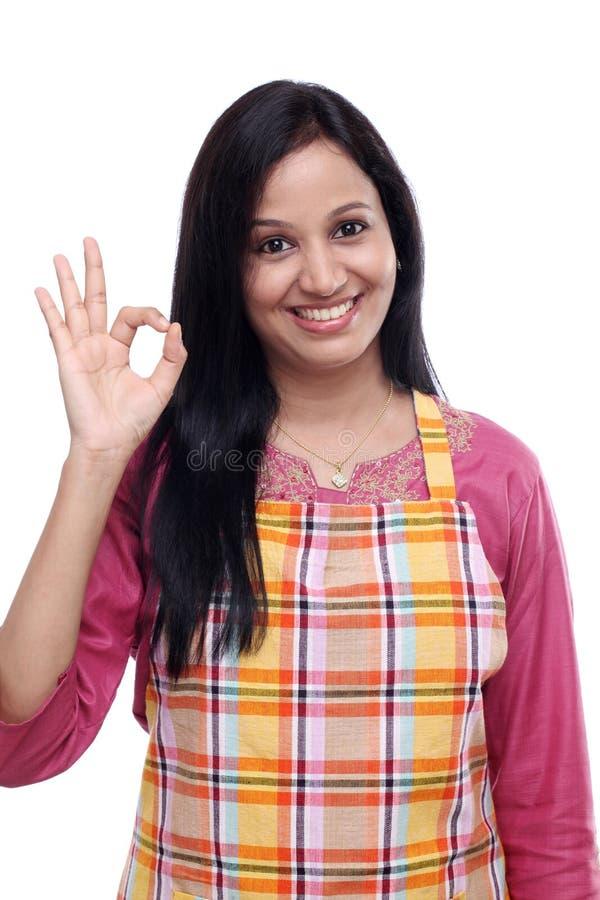Счастливая молодая индийская женщина стоковая фотография rf
