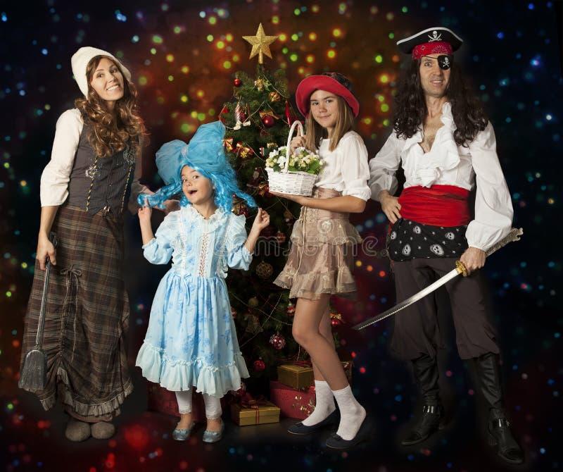 Счастливая семья в костюмах масленицы стоковые фото