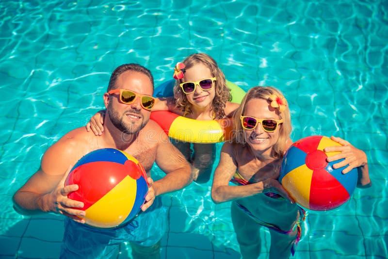 Счастливая семья имея потеху на летних каникулах стоковые изображения rf