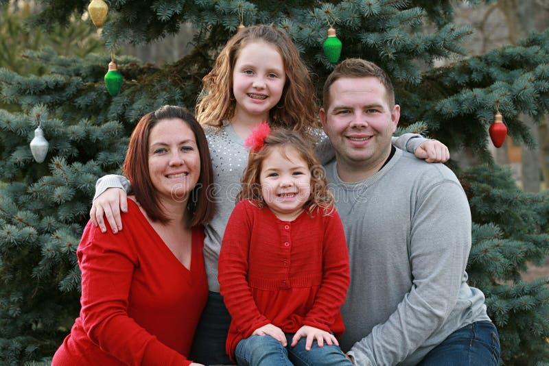 Счастливая семья на рождестве стоковая фотография rf