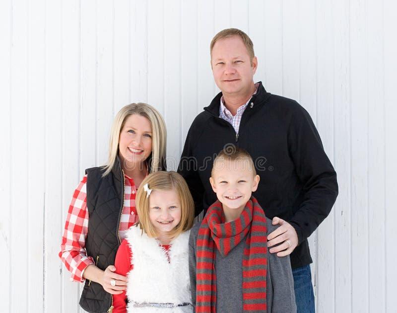 Счастливая семья на рождестве стоковое изображение rf