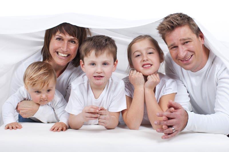 Download Счастливая семья с детьми стоковое фото. изображение насчитывающей девушка - 37926682