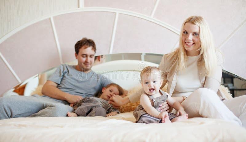 Счастливая семья на дому стоковое фото