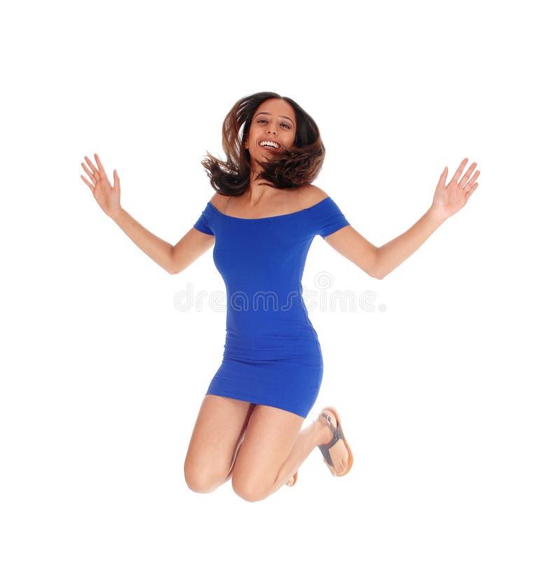 счастливая скача женщина стоковое фото