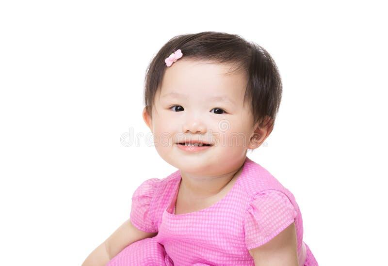 Счастливая усмехаясь маленькая девочка стоковое изображение rf