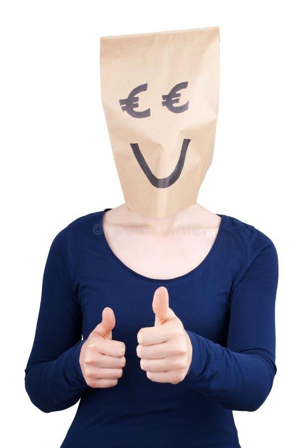 Счастливая усмехаясь персона с головой бумажной сумки евро стоковые фотографии rf