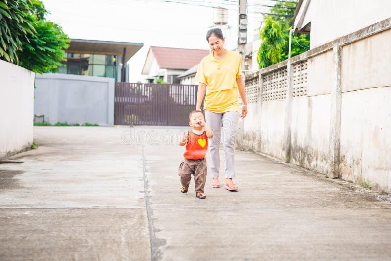 Счастливое время младенца стоковое изображение
