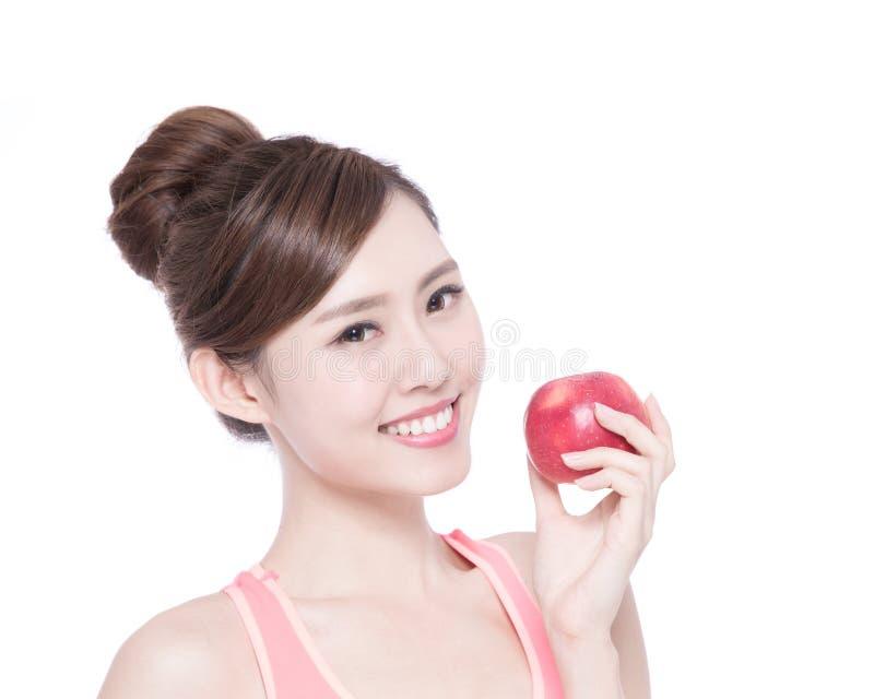 Счастливое яблоко выставки женщины здоровья стоковые изображения rf