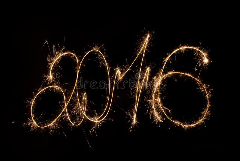 Счастливые бенгальские огни 2016 надписи Нового Года стоковые изображения