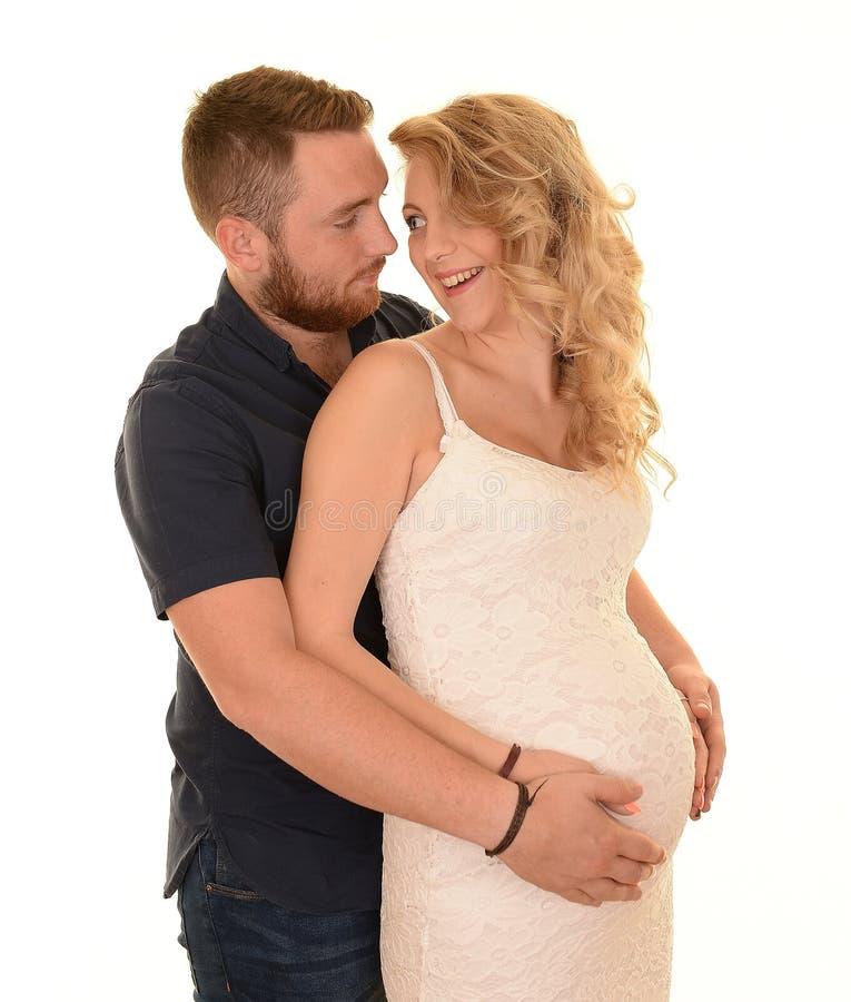 Счастливые беременные молодые пары стоковая фотография rf