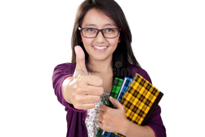 Счастливые большие пальцы руки студента вверх стоковые изображения rf