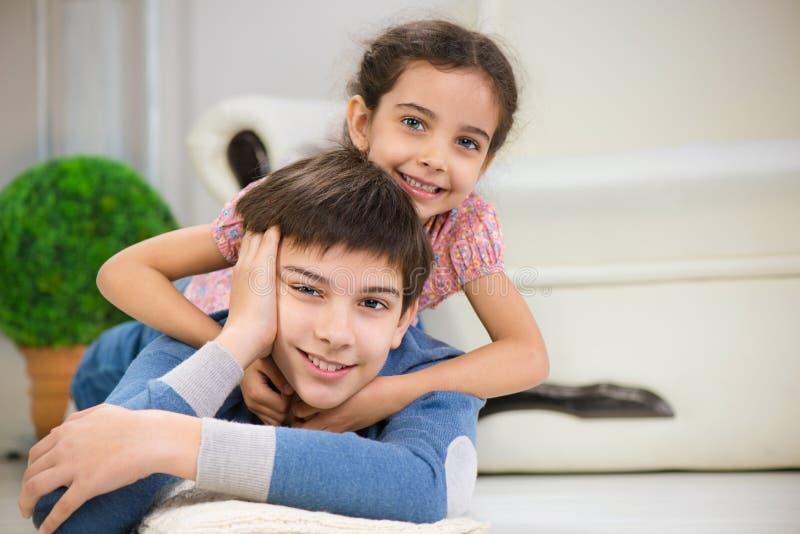 Что же делают брат и сестра когда одни дома