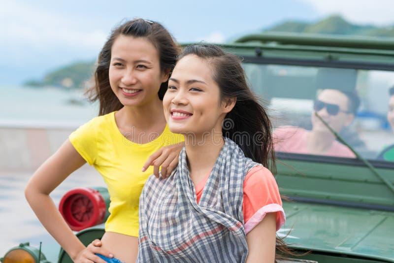 Счастливые въетнамские девушки стоковые фото