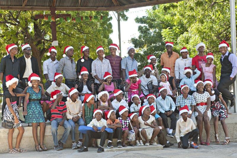 Счастливые гаитянские сироты в шляпах Санты стоковые изображения rf
