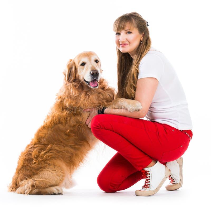 Счастливые женщины с ее собакой стоковое фото