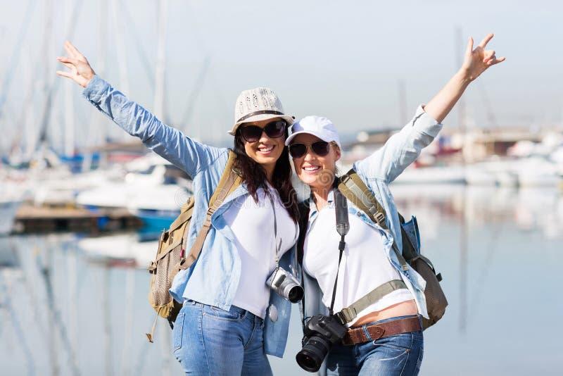 Счастливые каникулы туристов стоковые фотографии rf