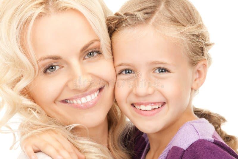 Счастливые мать и ребенок стоковые изображения rf