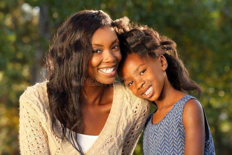 Счастливые мать и ребенок стоковое изображение rf