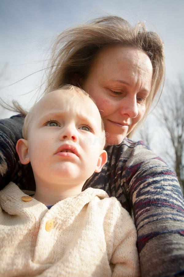 Счастливые мать и сынок стоковые изображения rf