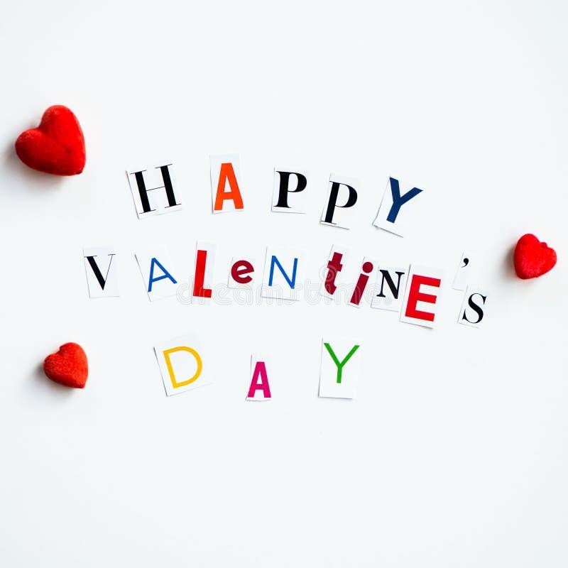 Счастливые письма дня валентинок отрезали вне от кассет стоковая фотография rf